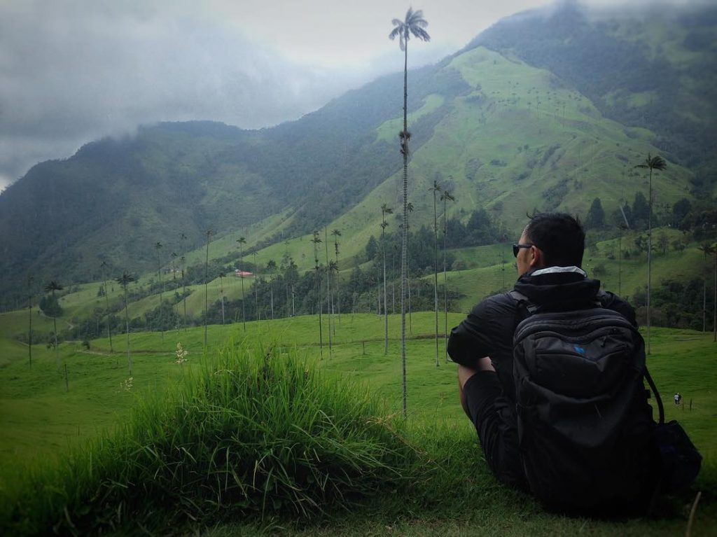 Chris hiking through the Cocora Valley in Salento, Colombia with his Carry-on 2.0.
